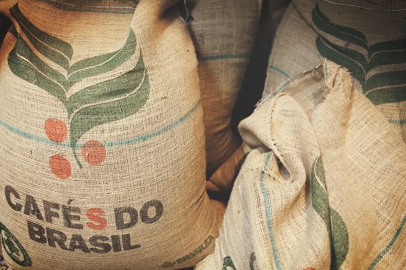 jutové vrecia so zelenou kávou