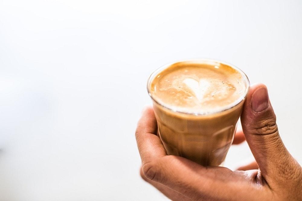 espresso s mliekom detail