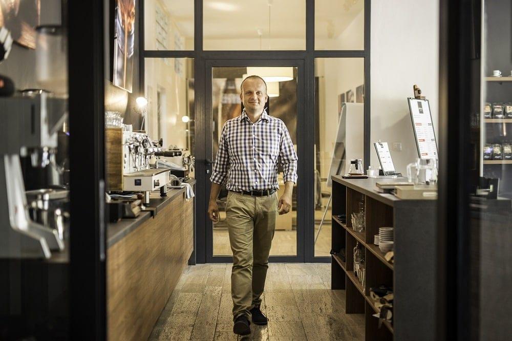 Marek Fajčík v podnikovej predajni v Modre
