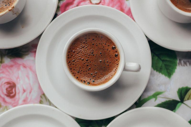 espresso v bielej šálke