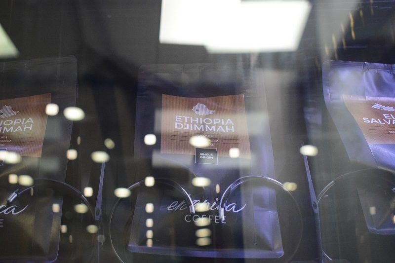 balíčky kávy v automate