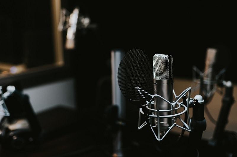 mikrofón v štúdiu