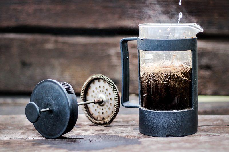 príprava kávy cez frenchpress
