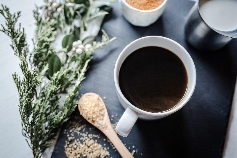 čerstvo pripravená filtrovaná káva