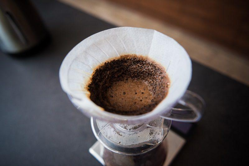 káva pripravená cez filter V60