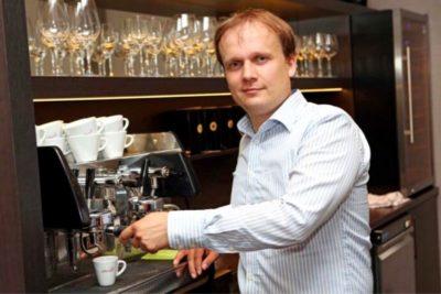 Marek Fajčík v prvej kaviarni v Bratislave