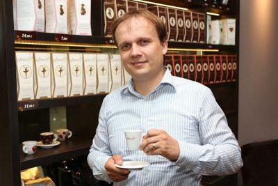 Marek Fajčík so šálkou kávy