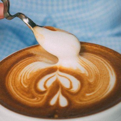 Kde sa spája láska k umeniu a káve, tam vzniká latte art