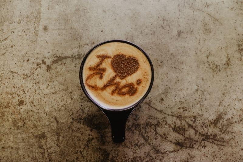 obrázok na cappuccine vytvorený šablónou