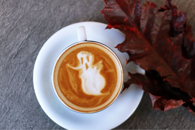 halloweensky motív latte artu