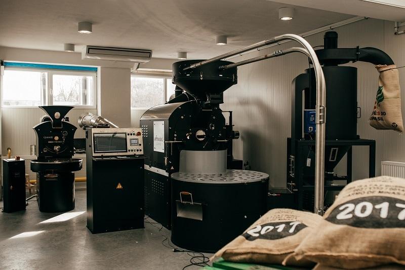 oba pražiace stroje v novej výrobnej hale