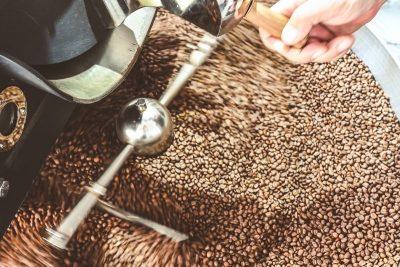 chladenie čerstvo upraženej kávy