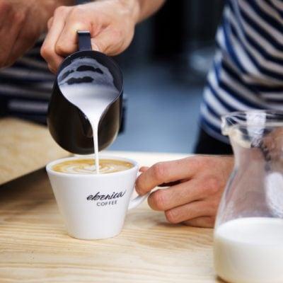 KÁVOVLOG #1: Ako správne napeniť mlieko do kávy