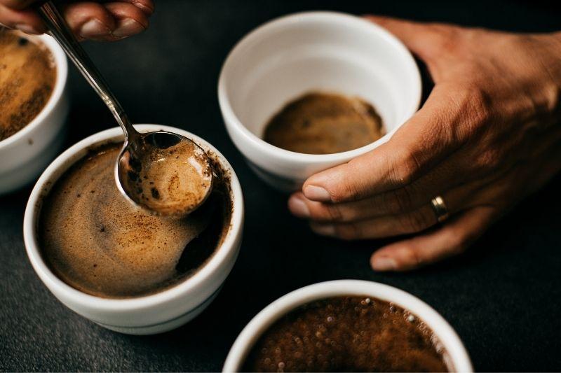 cupping výberovej kávy