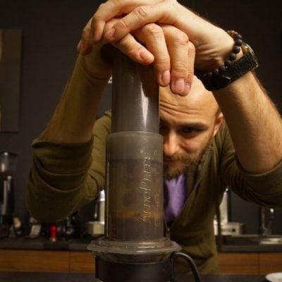 KÁVOVLOG #2: Ako si pripraviť chutnú kávu cez Aeropress?