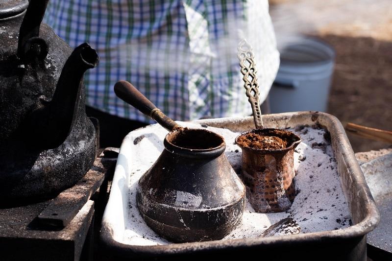 ukážka tradičnej prípravy tureckej kávy