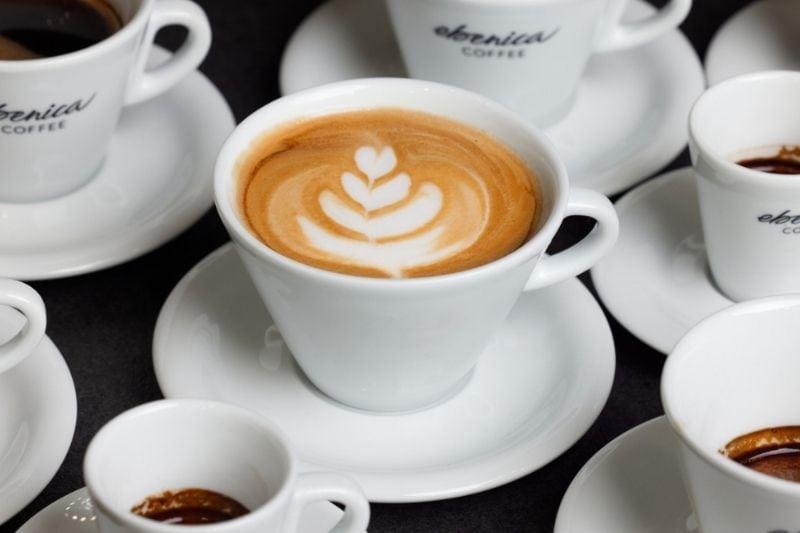 viaceré druhy kávových nápojov